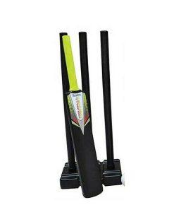 Readers-Kwik-Cricket-stumps